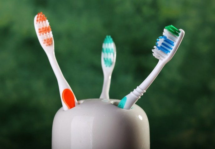 disinfect toothbrushes